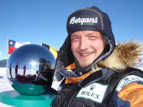 Rune Gjeldnes er den eneste i verden som har krysset både Antarktis og polhavet uten assistanse. Blant masse annet.