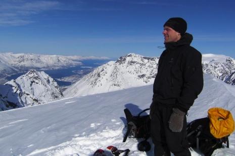 Kent Hugo Norheim på toppen av Imbodentinden. Følg bestigningene hans på www.kugo.no